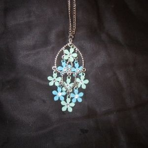 Jewelry - Silvertone necklace hanging flowers turquoise